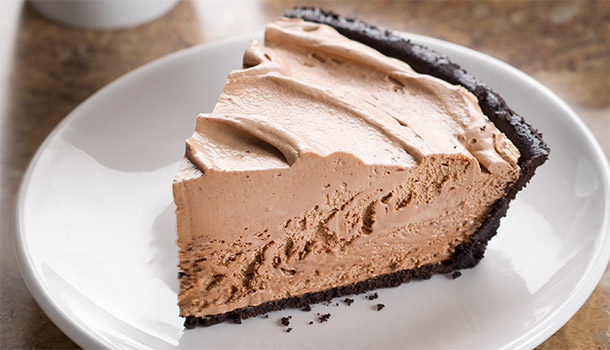 Chocolate_Candy_Bar_Pie_610x3502