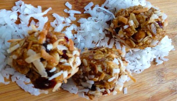 Oatmeal-Cranberry-Coconut-breakfast-bites
