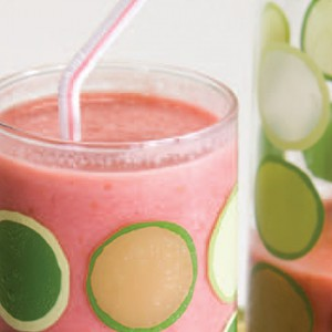 Raspberry–Peach Yogurt Smoothie